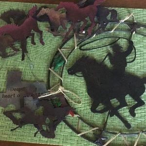 Metal horse wall hangings set